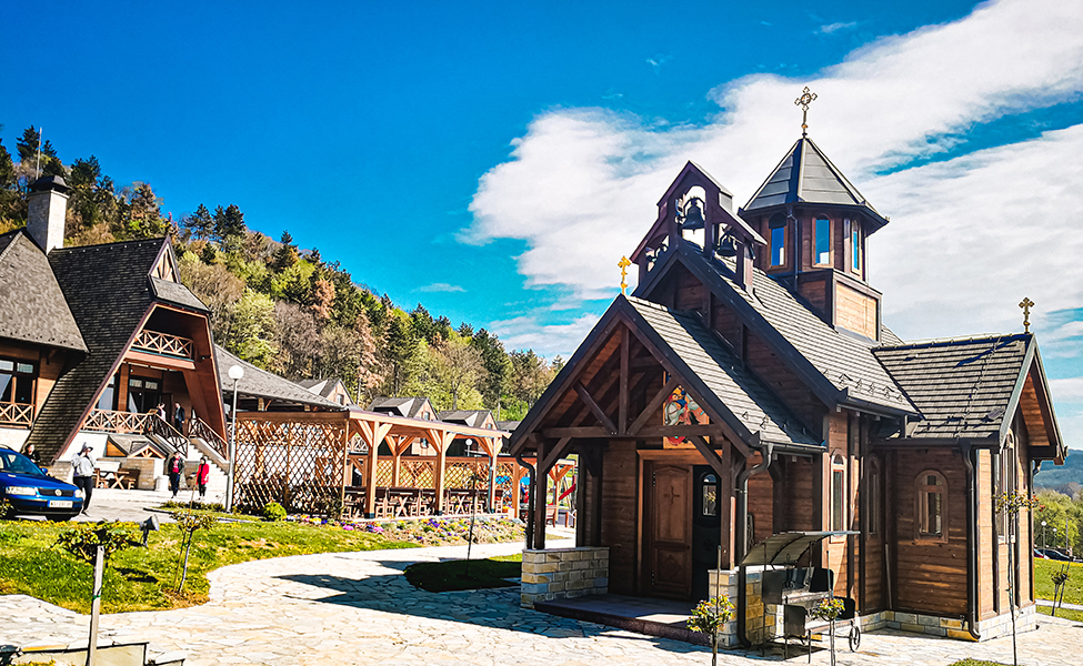 Crkva u etno naselju Vrdnička kula