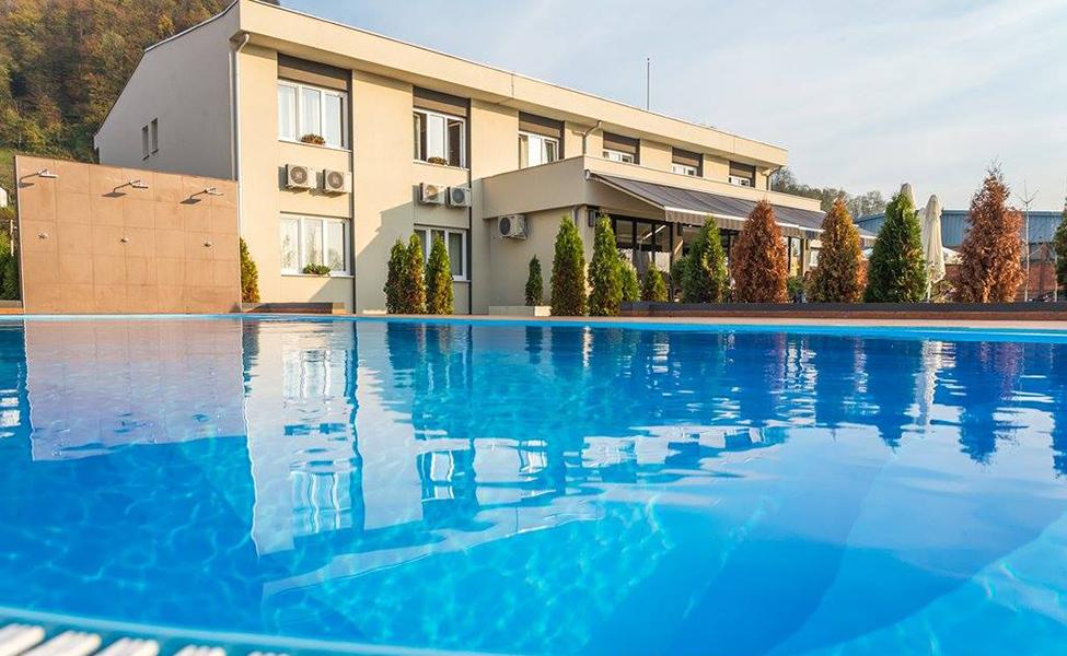 Hotel Lasta sa bazenom