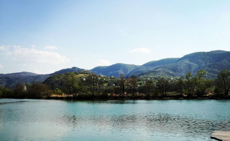 Pogled na jezero iz apartmana Drinski San