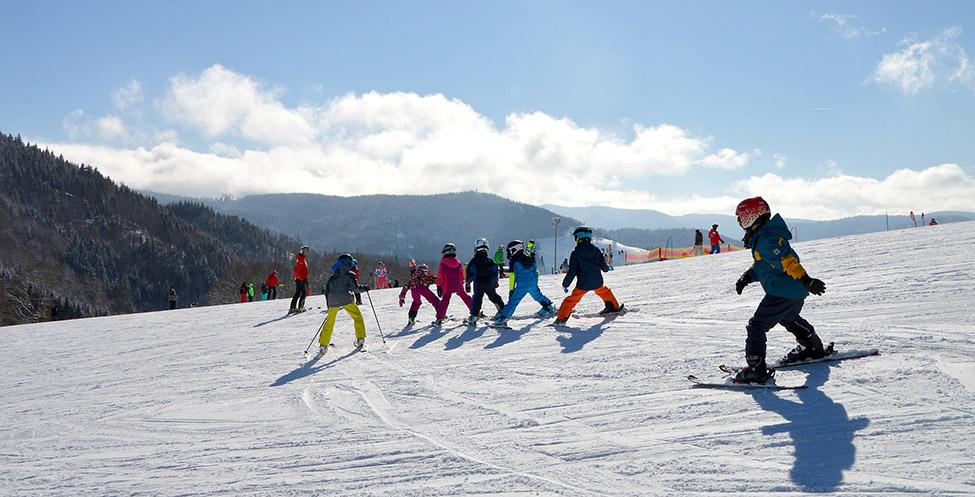 Deca uče da skijaju