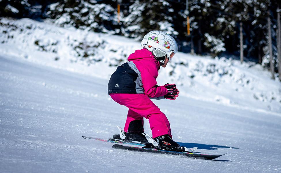 Devojčica na skijama