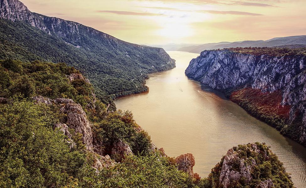 Pogled na Uvac i reku Uvac sa meandrima
