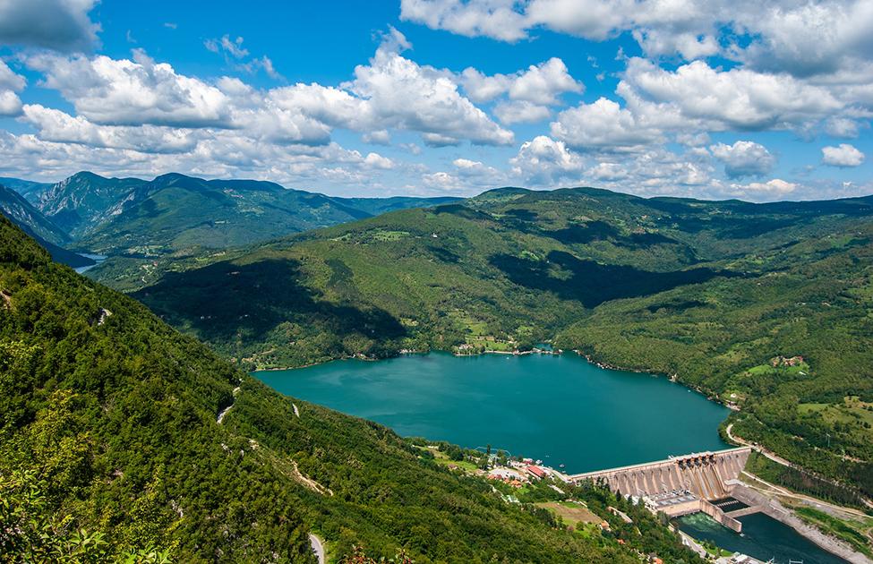 Pogled na branu jezera Perućac