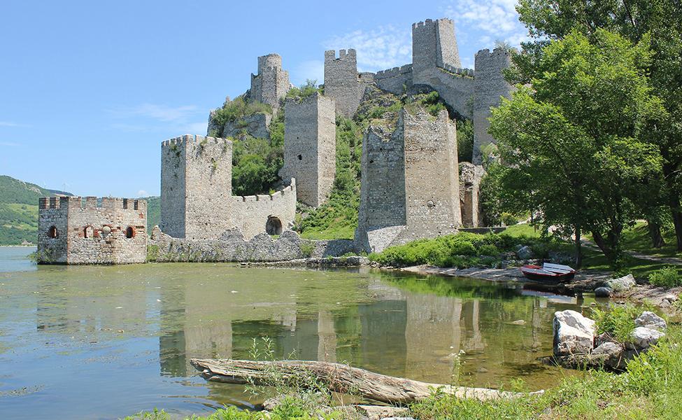 Golubac tvrđava na jezeru Uvac, početak Đerdapske klisure