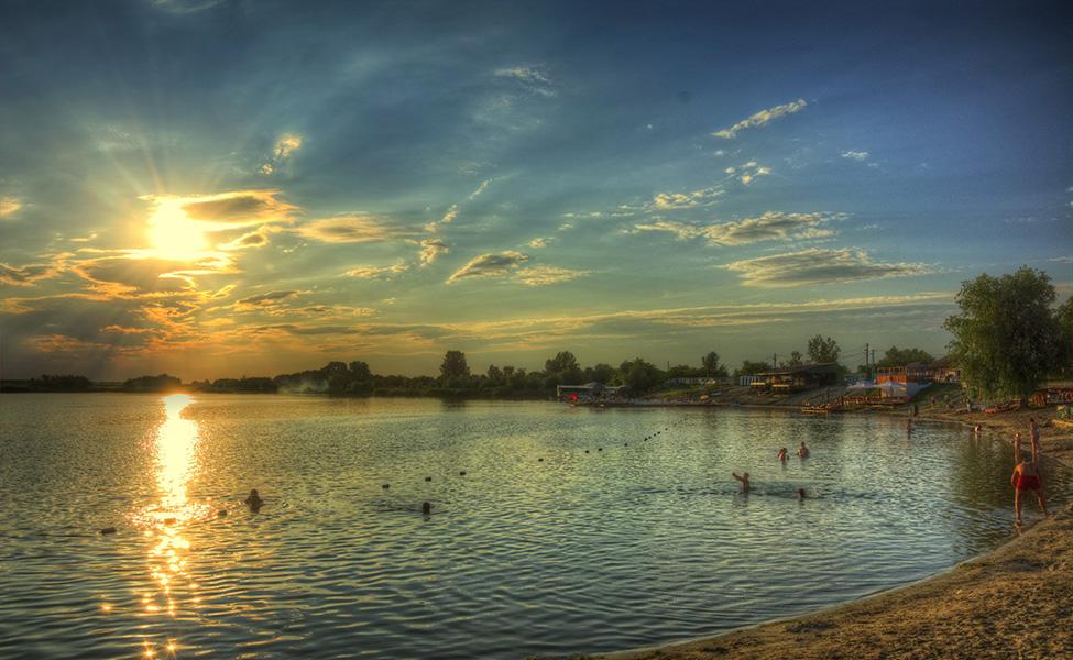 Plaža na jezeru Peskara, u blizini Peskara