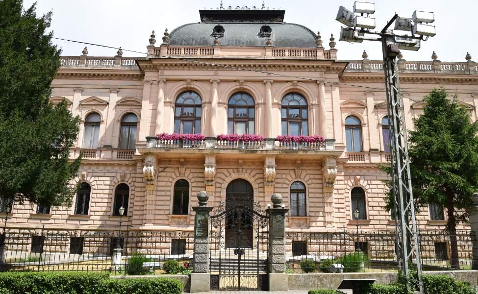 Frontalna fasada Patrijaršijskog dvora u Sremskim Karlovcima