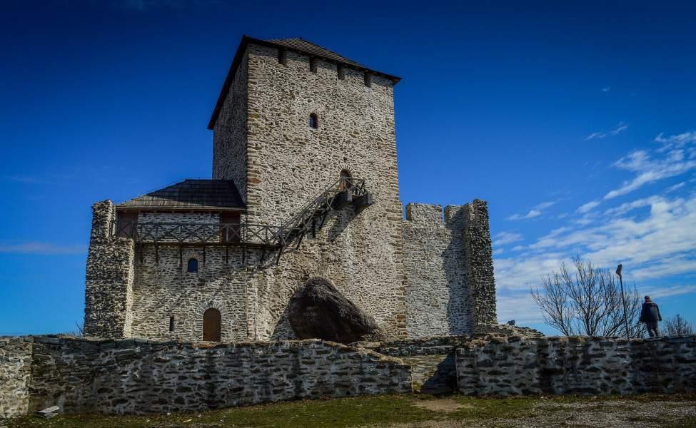 Kamena kula u Vršcu uzdiže se ka nebu