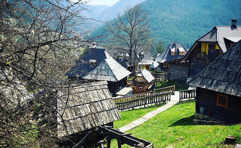 Etno-selo Drvengrad - panorama i drvene kućice