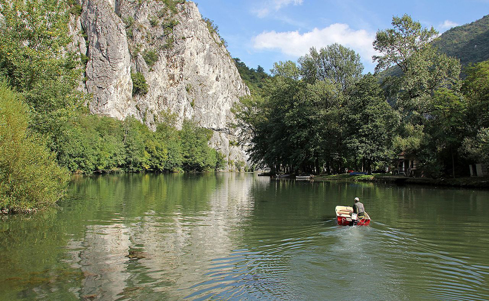 Jezero Međuvršje, plovida čamcem po jezeru