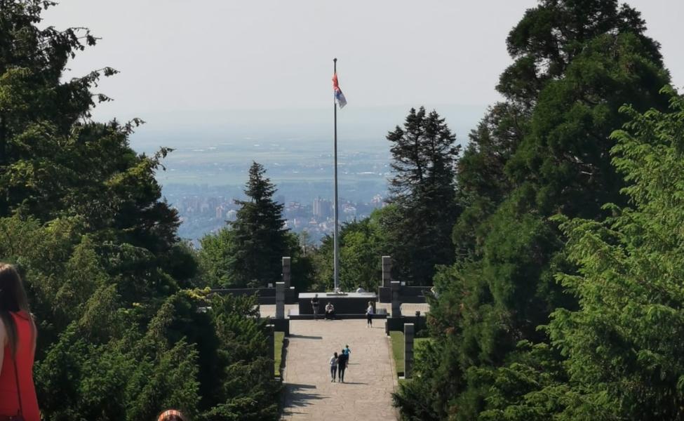 Avala, vrh planine i put ka memorijalnom kompleksu