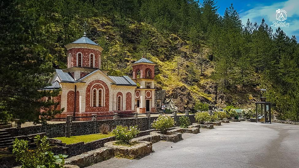 Mokra Gora - crkva nadomak etno- sela Drvengrad