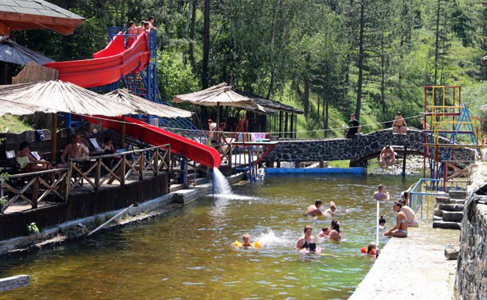 Kupalište na Zlatiboru, bazen na otvorenom i igralište