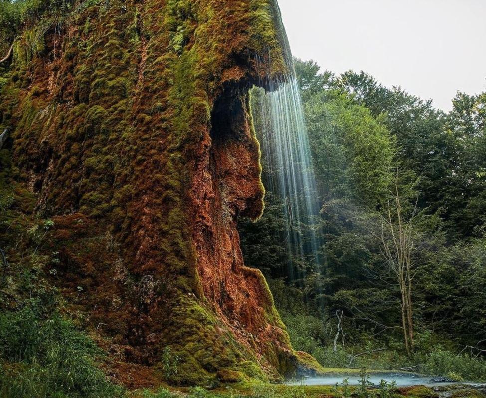 Vodopad Prskalo i bujna, zelena priroda koja ga okružuje
