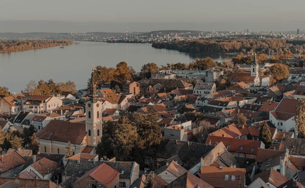 Pogled sa Gardoša na Dunav i krovove starih zemunskih kuća
