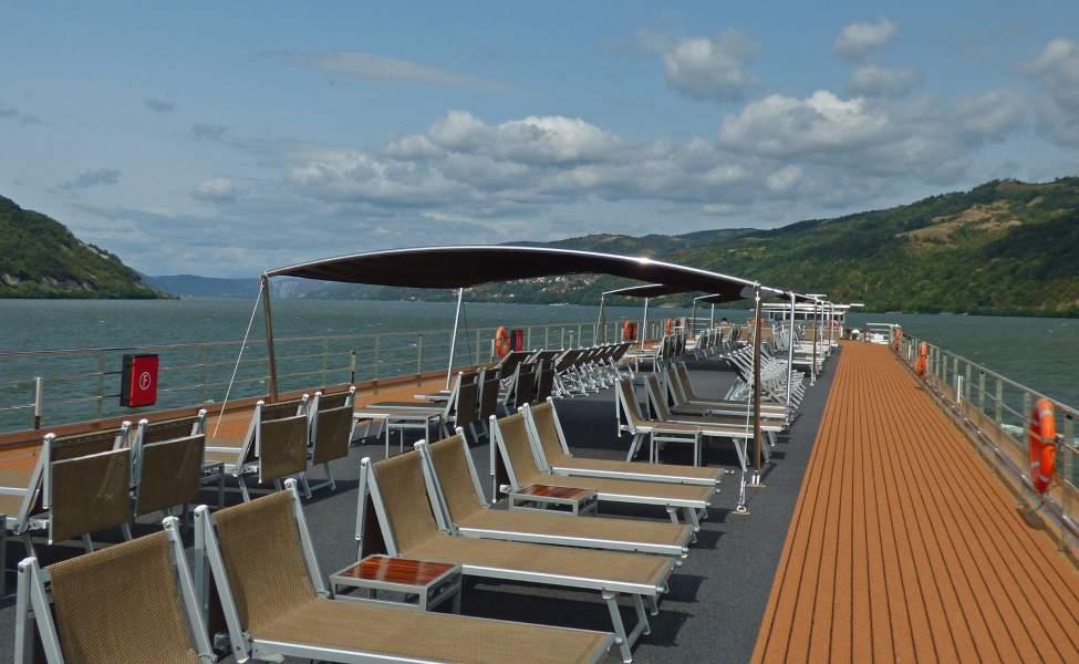 Brod krstari Dunavom