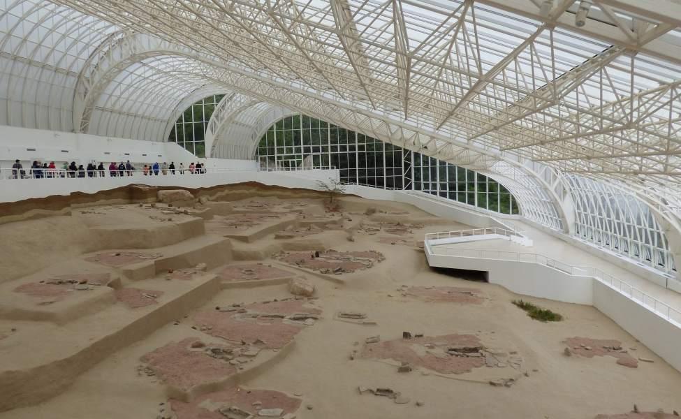 Ostaci nalazišta Lepenski vur zaštićeni staklenim krovom