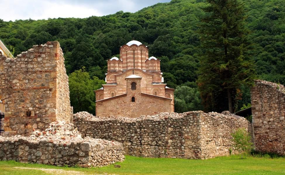Manastir Ravanica sa zidinama