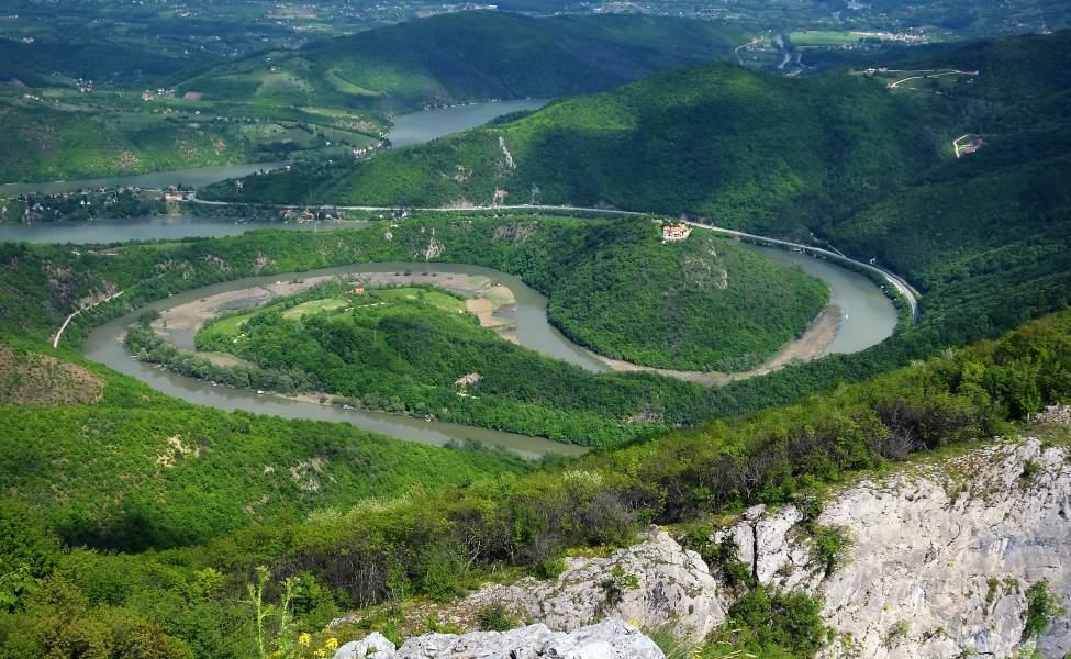Pogled na meandre Zapadne Morave sa vidikovca na Kablaru