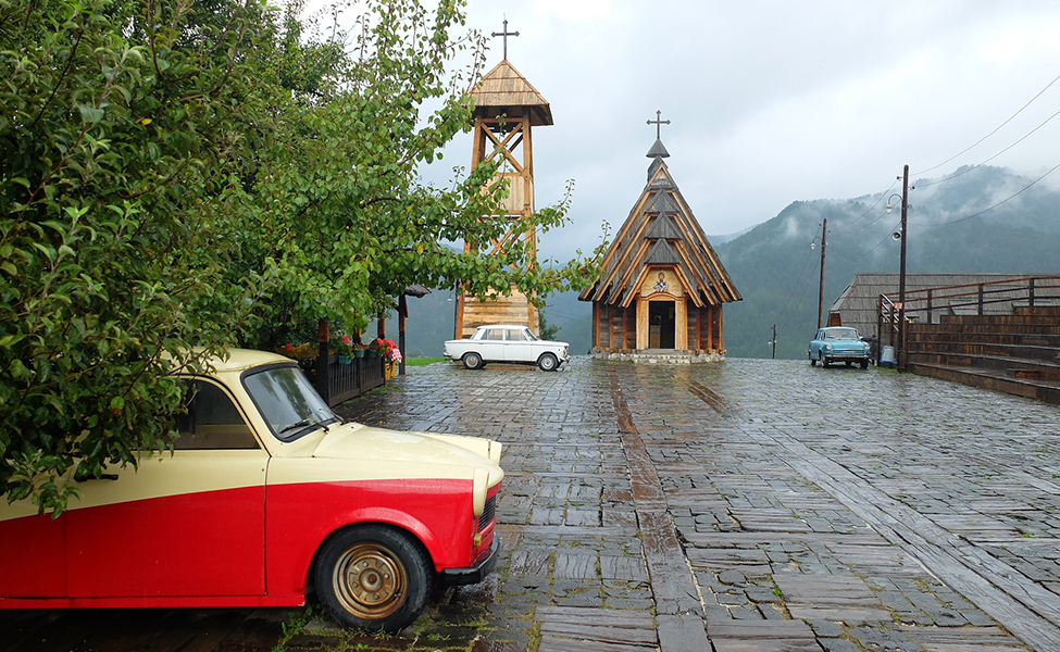 Centar etno-sela Drvengrad sa pogledom na crkvu