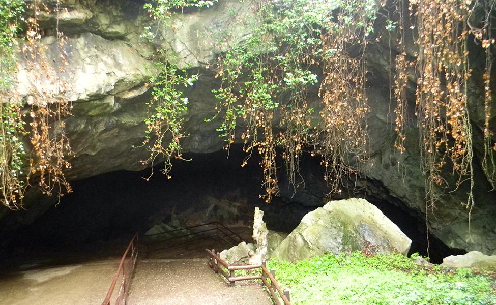 Ulazak u Resavsku pećinu
