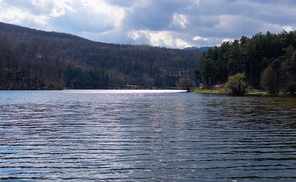 Borsko jezero nadomak grada Bora
