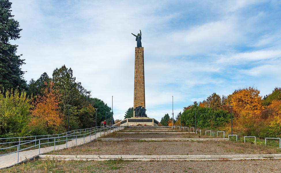 Spomenik na Fruškoj gori