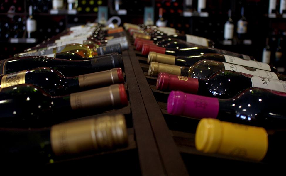 boce vina uredno poslagane
