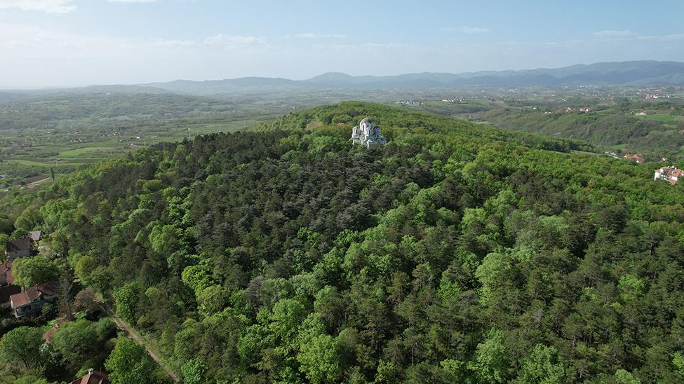 Šume i crkva na Topoli