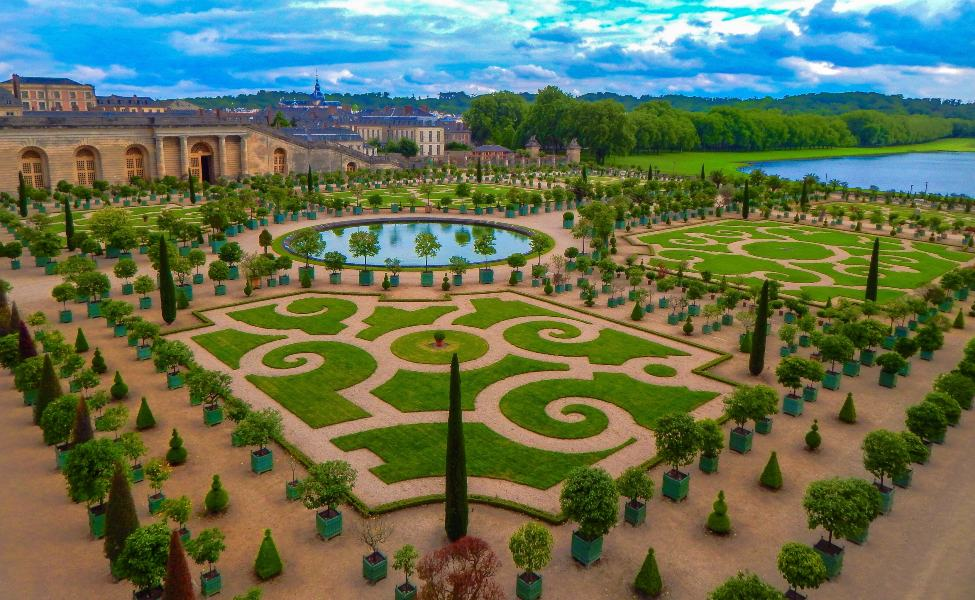 Perfectly symmetrical garden in the city of Versailles