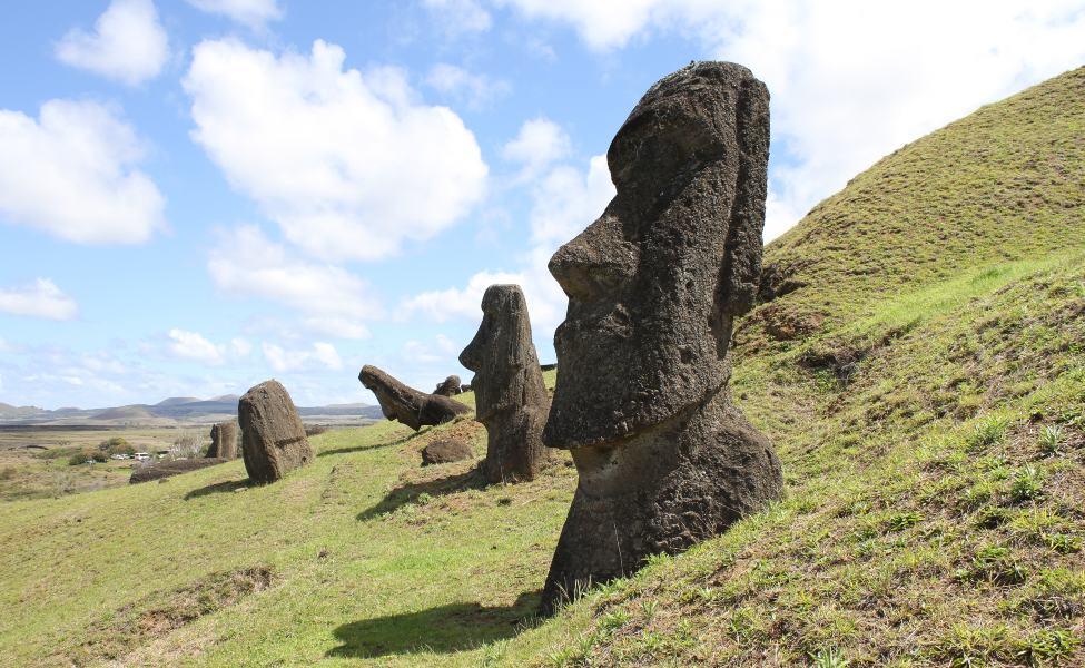 Monolithic maui statues