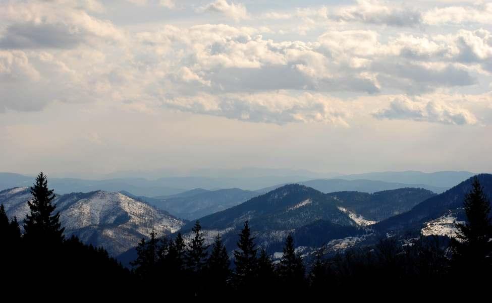 Sneg pokriva vrhove Mokre Gore