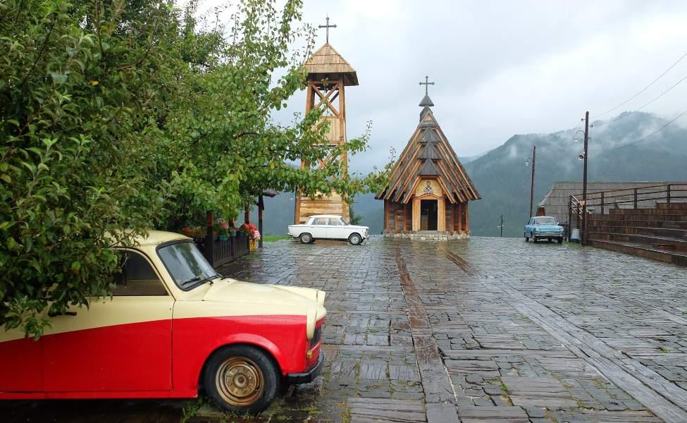 Stari automobili u Drvengradu na Mećavniku