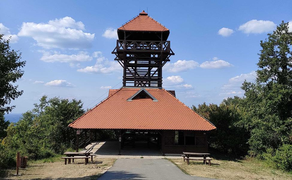 Kosmajski vidikovac u obliku tornja