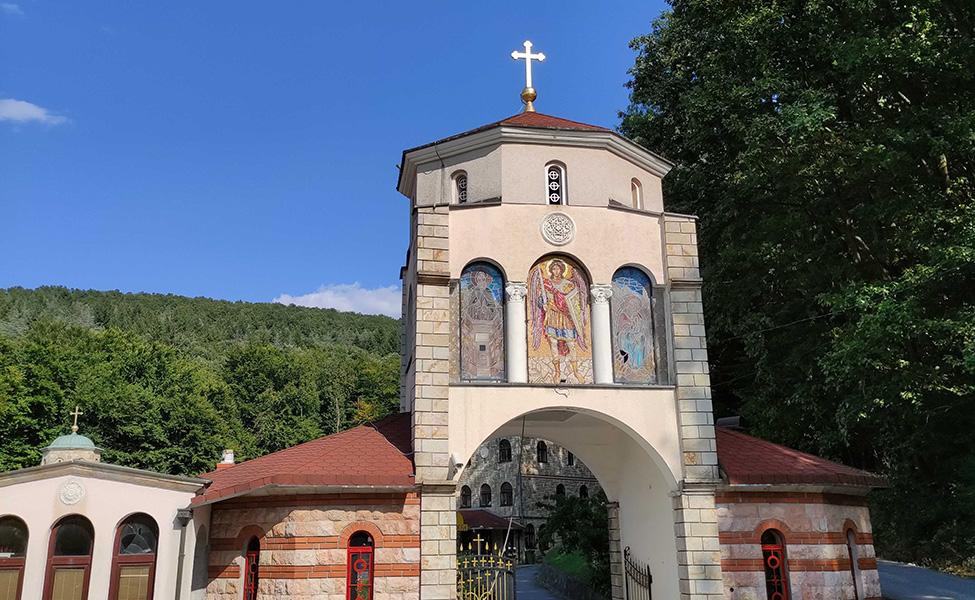 Kapija manastira Tresije kod Kosmaja