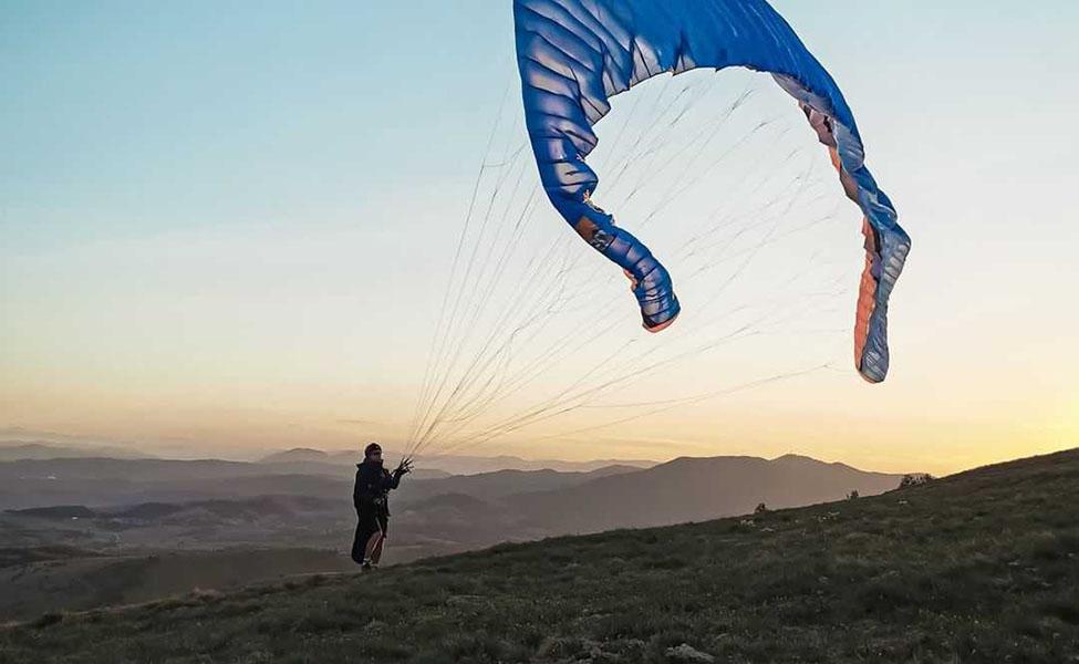 A guy enjoying paragliding