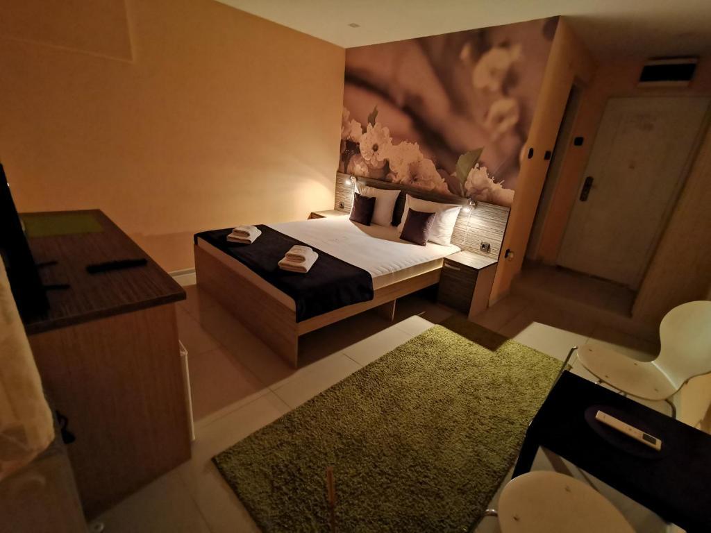 Standard dvokrevetna soba 1